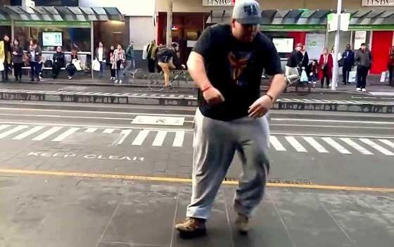 Прикольные уличные танцы - видео