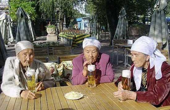 Смешные картинки бабушек подружек